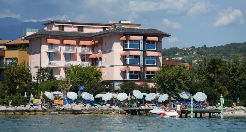 Hotel Kriss Internazionale, Bardolino, Lake Garda, Italy - exterior.jpg