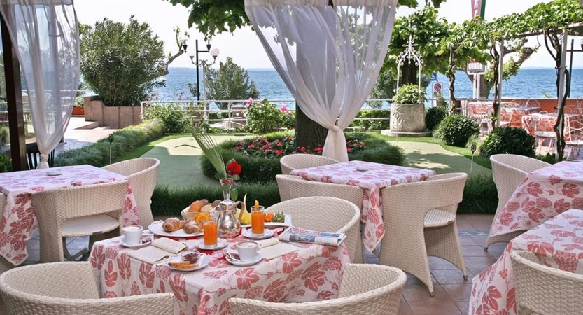 Hotel Kriss Internazionale, Bardolino, Lake Garda, Italy - breakfast room.jpg
