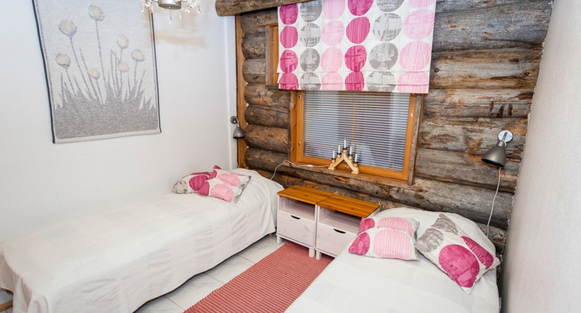 Finland_Lapland_Levi_Levi_log_cabins_bedroom2.jpg