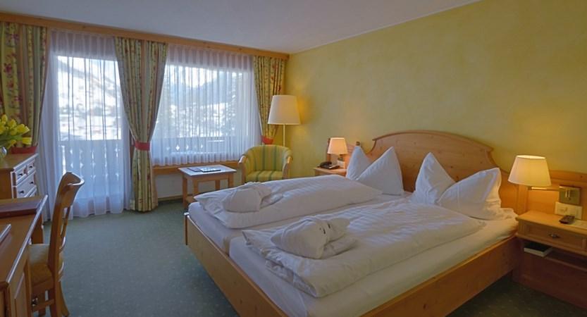CHKL Silvretta Park Klosters Standard room 408.jpg