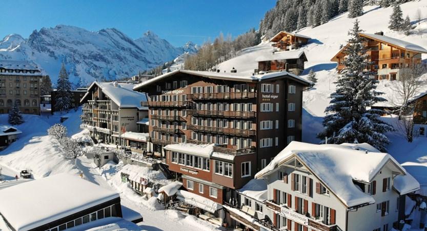 Hotel Eiger Aussensicht winter 01.JPG