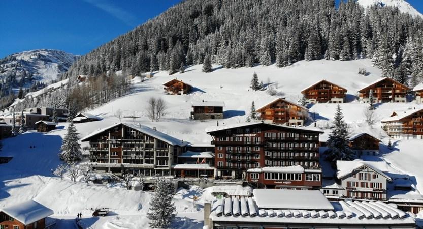 Hotel Eiger Aussensicht winter 04.JPG