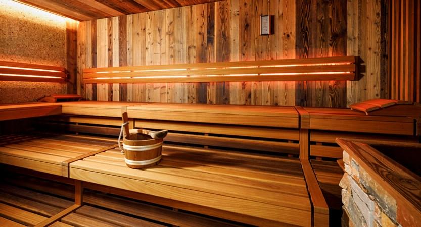 Eiger_Mürren_Wellness_2018_Sauna1_Biosauna mit Heuwand_05.jpg