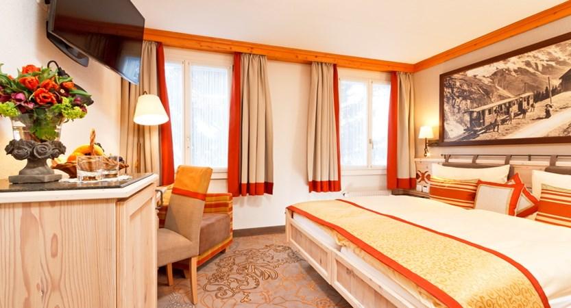 Hotel Eiger Mürren Zimmer Doppelzimmer standart 02 Badezimmer.JPG