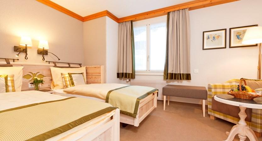 Hotel Eiger Mürren Zimmer Doppelzimmer standart seperat beds possible.JPG