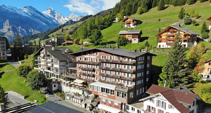 Hotel Eiger Aussensicht sommer 03.JPG
