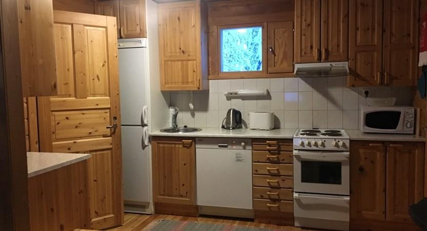 Finland_Lapland_Levi_Immelmokit-Cabins_Kitchen.jpg