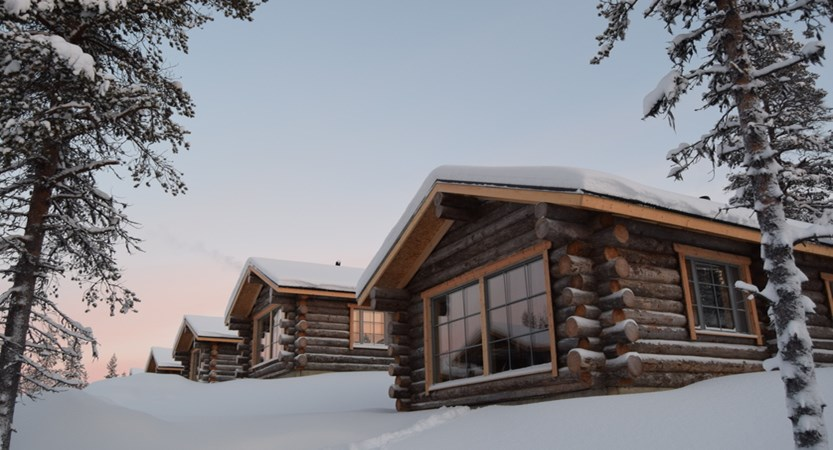 Finland_Saariselka_Muotka-Wilderness-Lodge_Panorama-log-cabin_exterior.jpg
