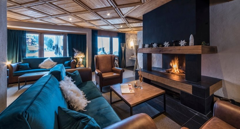 CHWG112 Caprice lounge with fireplace 2019.jpg