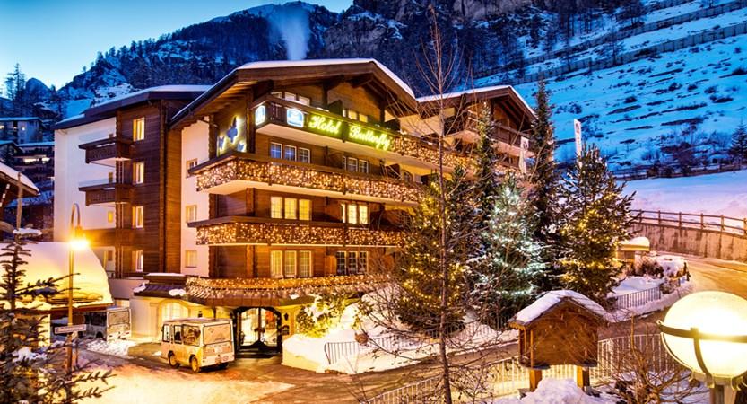 Hotel outside winter night 1.jpg