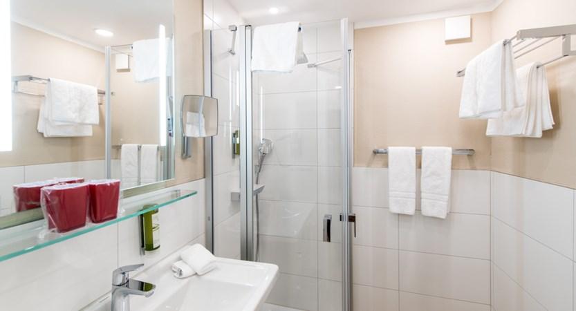 Classic room Bath 2.JPG