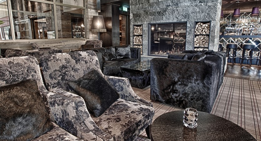 CHDVF 113 Hotel Grischa Pulsa bar and lounge.jpg
