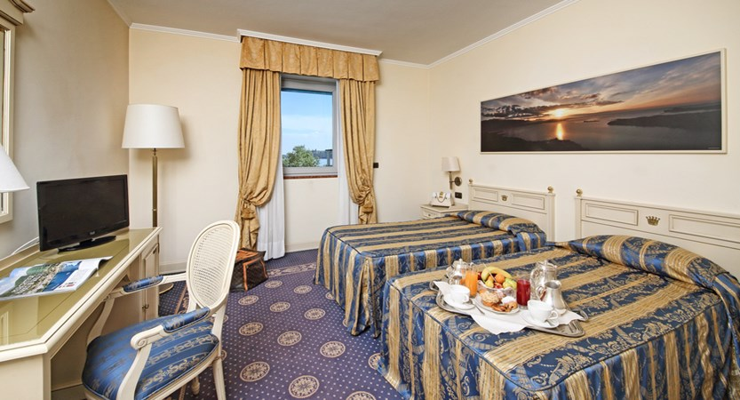 Hotel Savoy Palace, Gardone Riviera, Lake Garda, Italy - bedroom.jpg.JPG