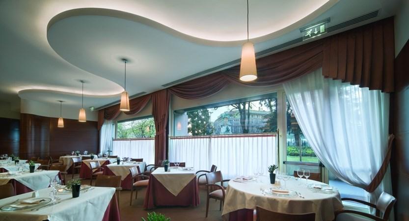 Cusani_restaurant01.jpg