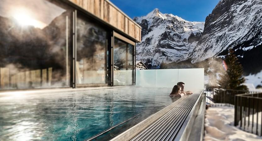 Infinitypool mit Wetterhorn Wellness Hotel Spinne Grindelwald.jpg