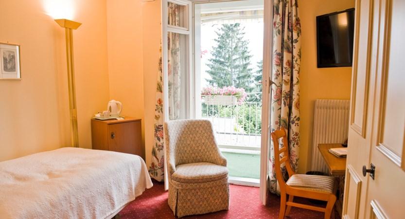 35 - Single room with Jungrau view.JPG