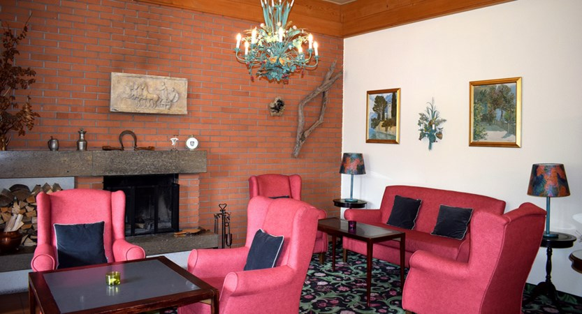 22 lobby with fire place (1).JPG