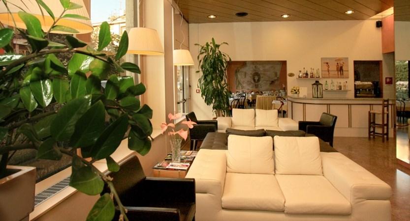 Italia lounge.JPG