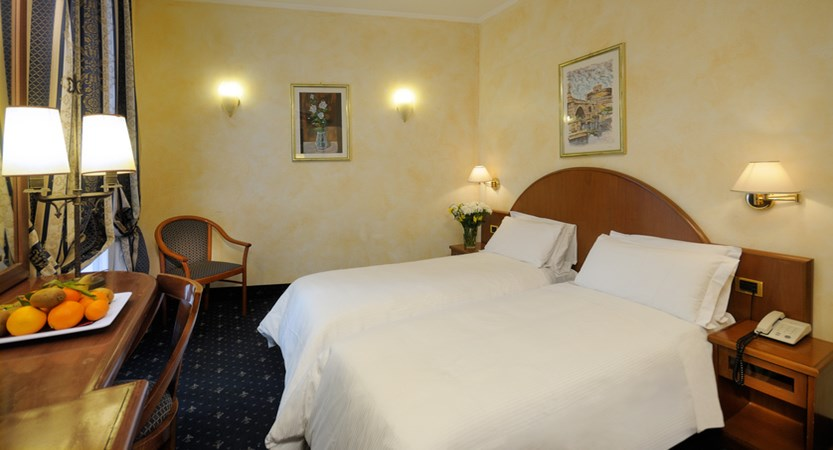 Al-Manthia-Hotel-Twin-Bedroom.jpg
