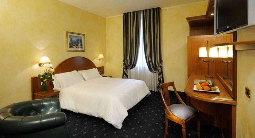 Al-Manthia-Hotel-Room.jpg