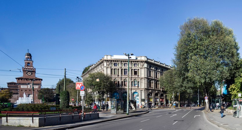 UNA-Hotel-Cusani-Exterior.jpg