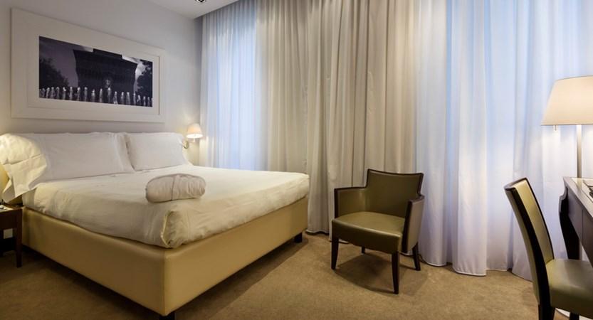 UNA-Hotel-Cusani-Classic-Room.jpg
