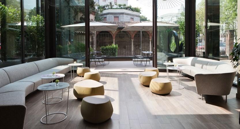 Starhotels-Echo-Milan-Lobby.jpg