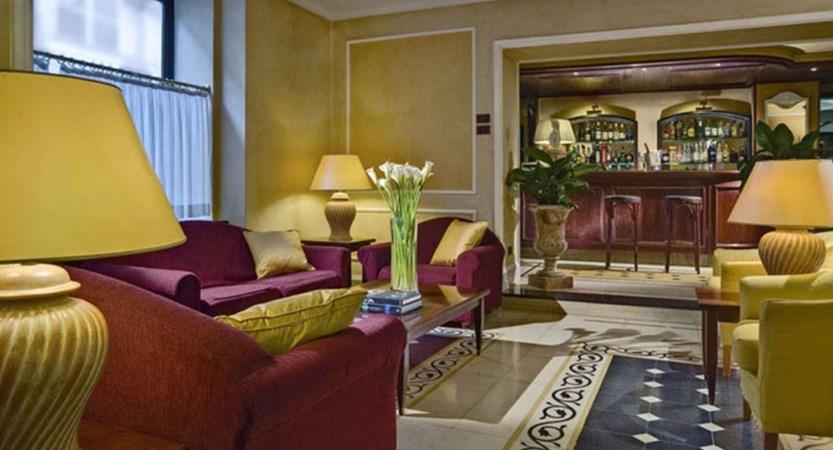 Hotel-Corrona-d'Italia-Reception.jpg