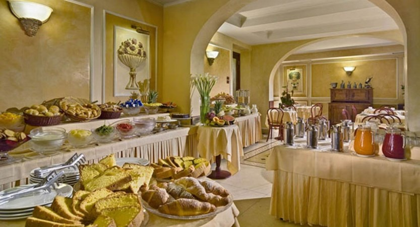 Hotel-Corrona-d'Italia-Breakfast-Room.jpg