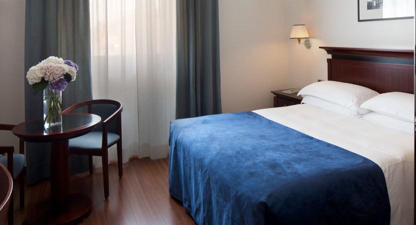 Starhotels-Excelsior-Bologna-Superior Room.jpg