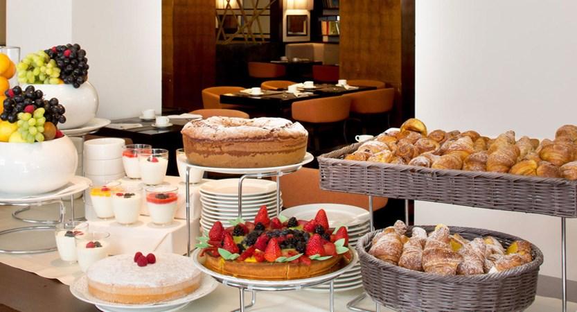 Starhotels-Excelsior-Bologna-Breakfast.jpg