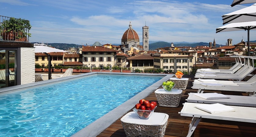 Grand-Hotel-Minerva-Pool-Loungers.jpg
