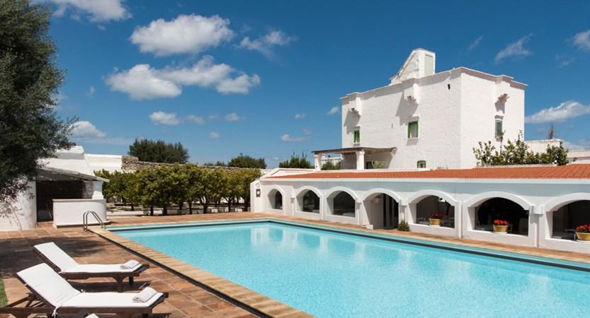 Il-Melograno-Outdoor-swimming-pool.jpg