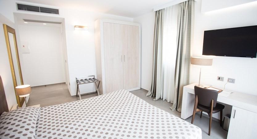 Hotel-Monte-Sarago-Superior-Bedroom.jpg