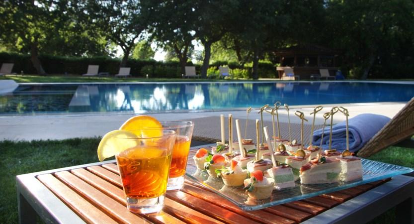 Tenuta-Monacelli-Poolside-Refreshments.jpg