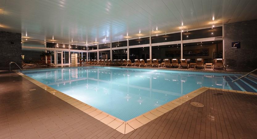 Hallenschwimmbad (1).jpg