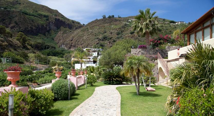Hotel-Tritone-Gardens.jpg