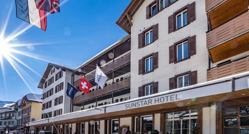 Sunstar Hotel Wengen Ansicht Dorfstrasse.jpg