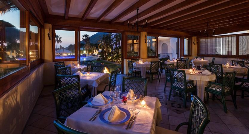 Hotel-Orsa- Maggiore-Terrace-Restaurant.jpg