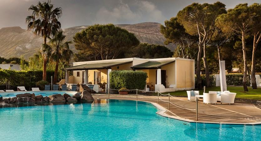 Hotel-Orsa- Maggiore-Pool.jpg