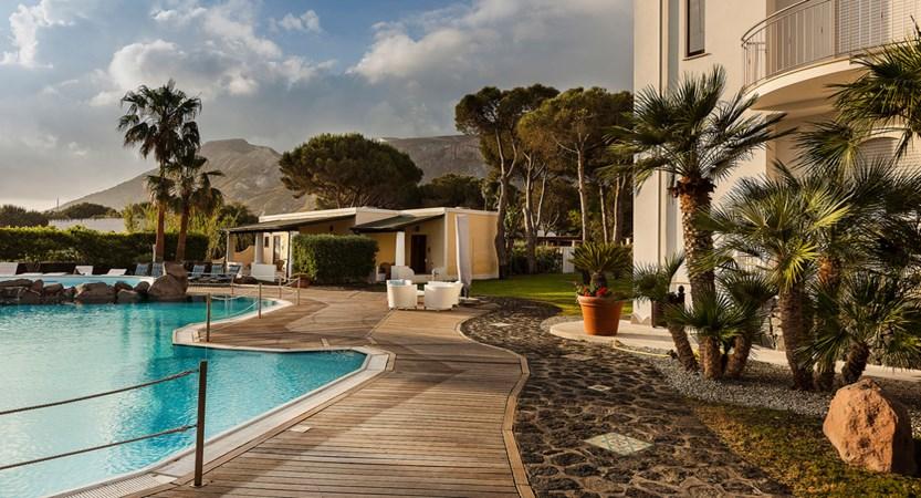 Hotel-Orsa- Maggiore-Awimming-Pool.jpg