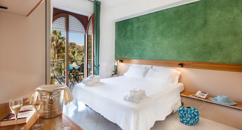 Hotel-Orsa- Maggiore-Bed-Room.jpg