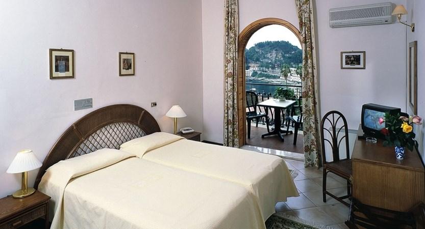 Hotel-Ipanema-Bed-Room.JPG