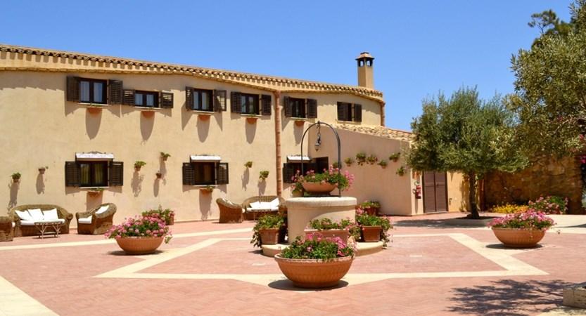 Hotel-Foresteria-Baglio-della-Luna-External.JPG