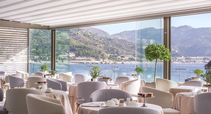 Hotel-Atlantis-Bay-Dining-Area.jpg