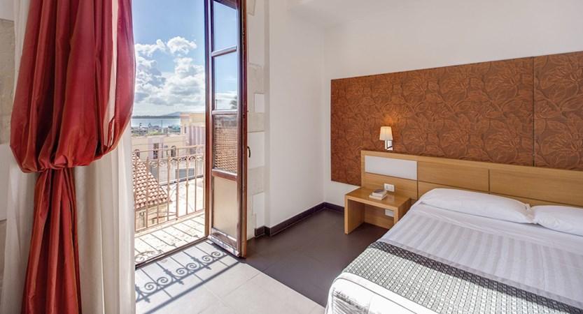 Grande-Albergo-Alfeo-Room.jpg
