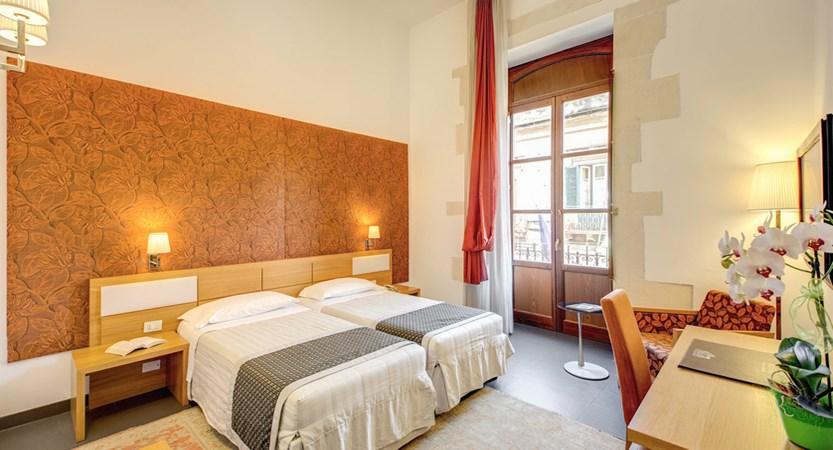 Grande-Albergo-Alfeo-Bedroom.jpg