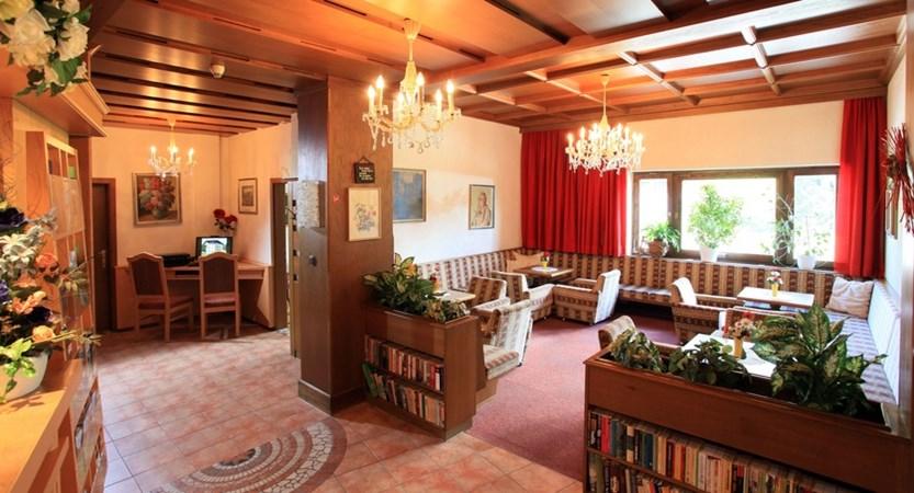Hotel-Briem-Schieder-Christine-Dorfstrasse-29-Westendorf-Lobby.jpg