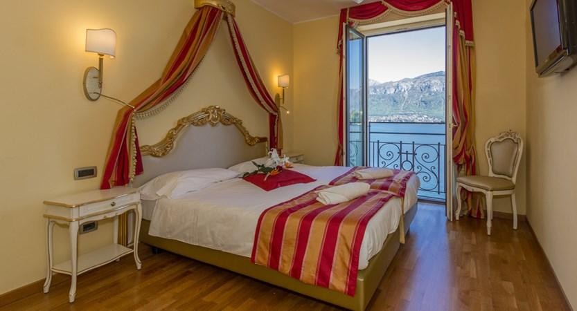 Hotel-Britannia-Excelsior,-Cadenabbia,-Lake-Como,-Italy-Bedroom1.jpg
