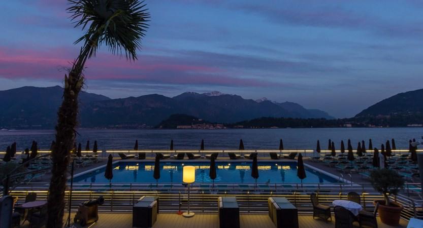 Hotel-Britannia-Excelsior,-Cadenabbia,-Lake-Como,-Italy-night.jpg